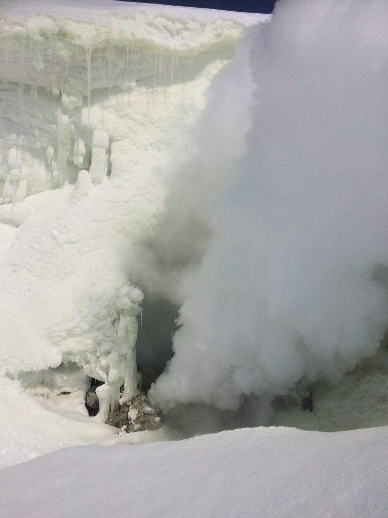 大雪山の噴煙