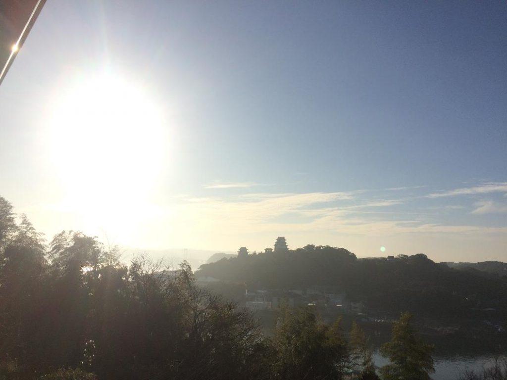 平戸城と朝日