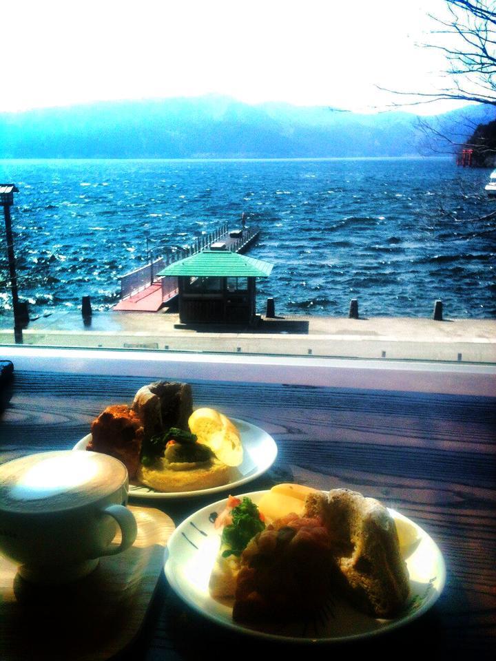 芦ノ湖を一望できるカフェ
