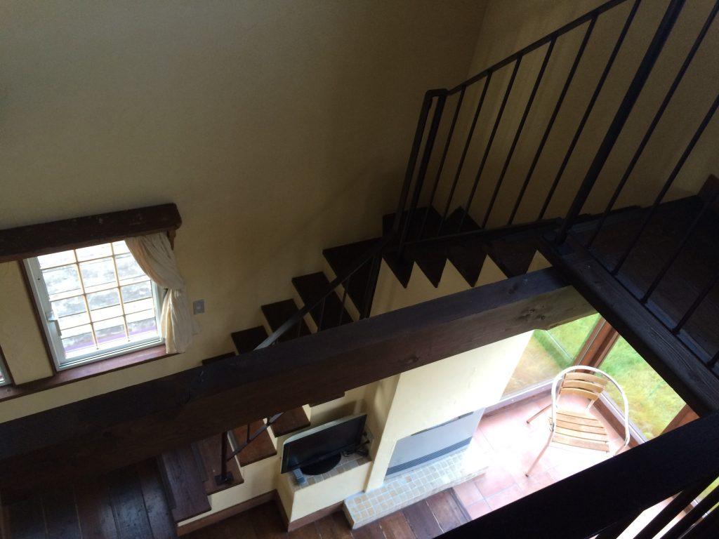 二階から階段