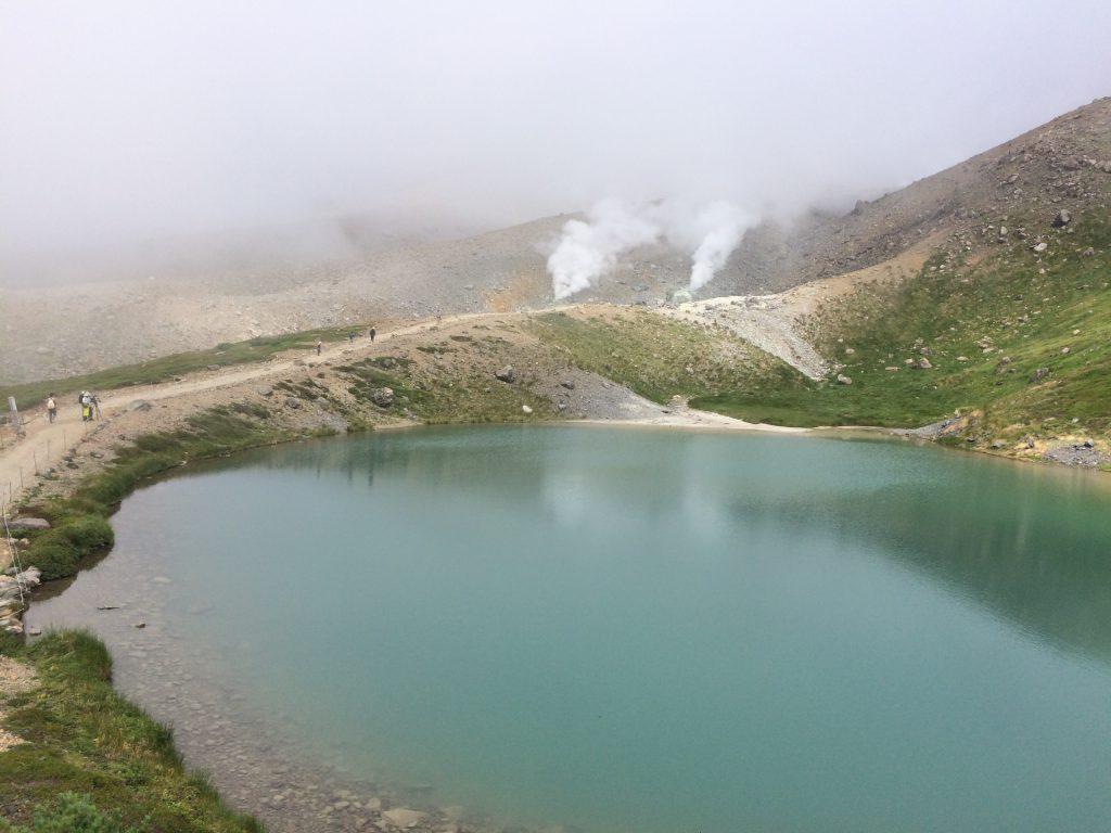 下山中の姿見の池