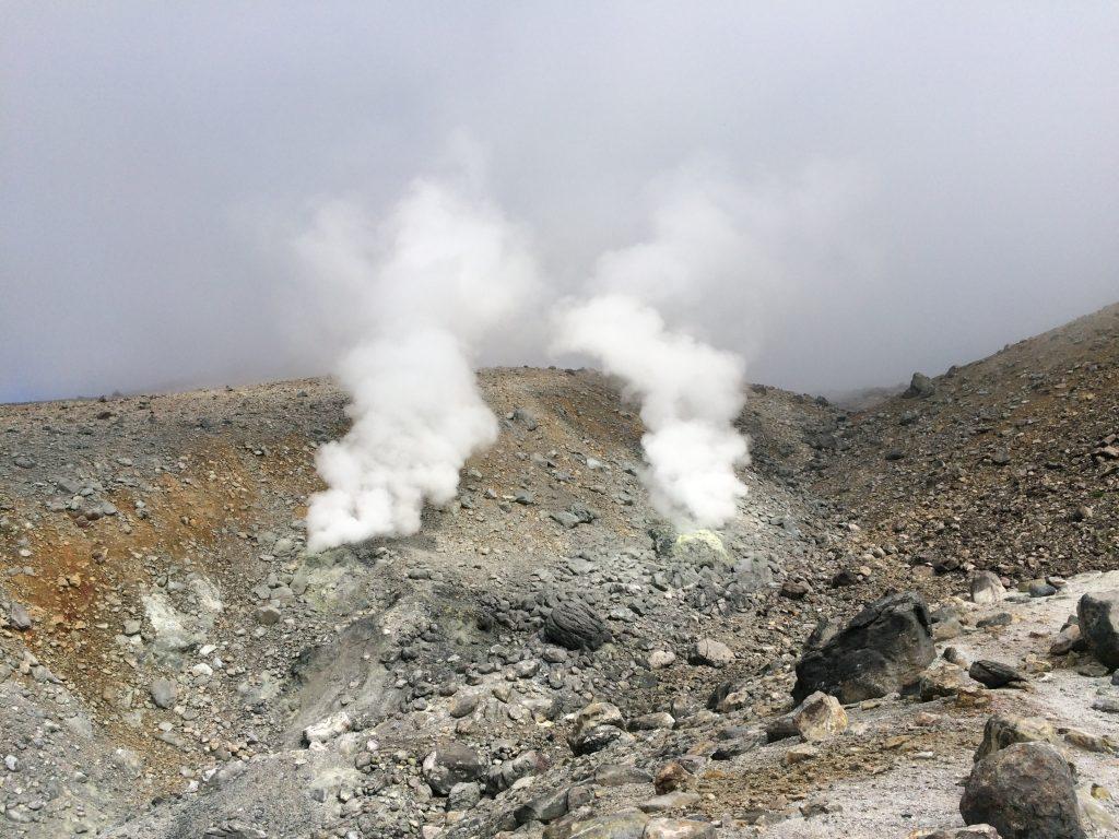 下山時の噴煙