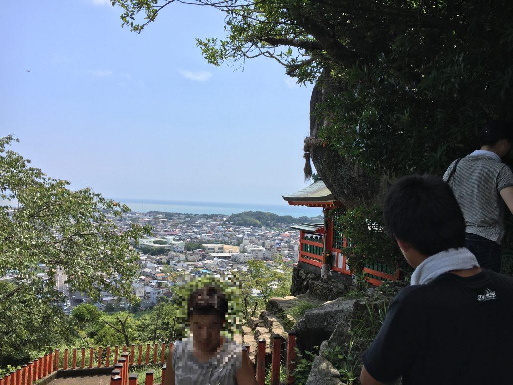 新宮市と熊野灘の景色