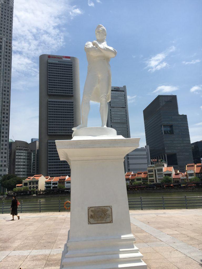 ラッフルズの銅像