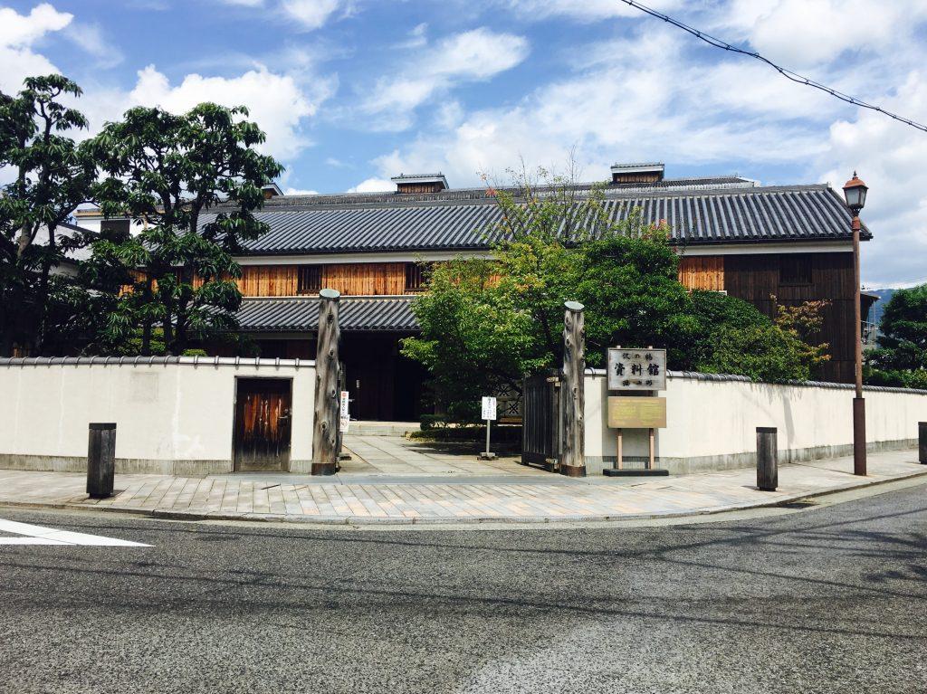 沢の鶴資料館正面玄関