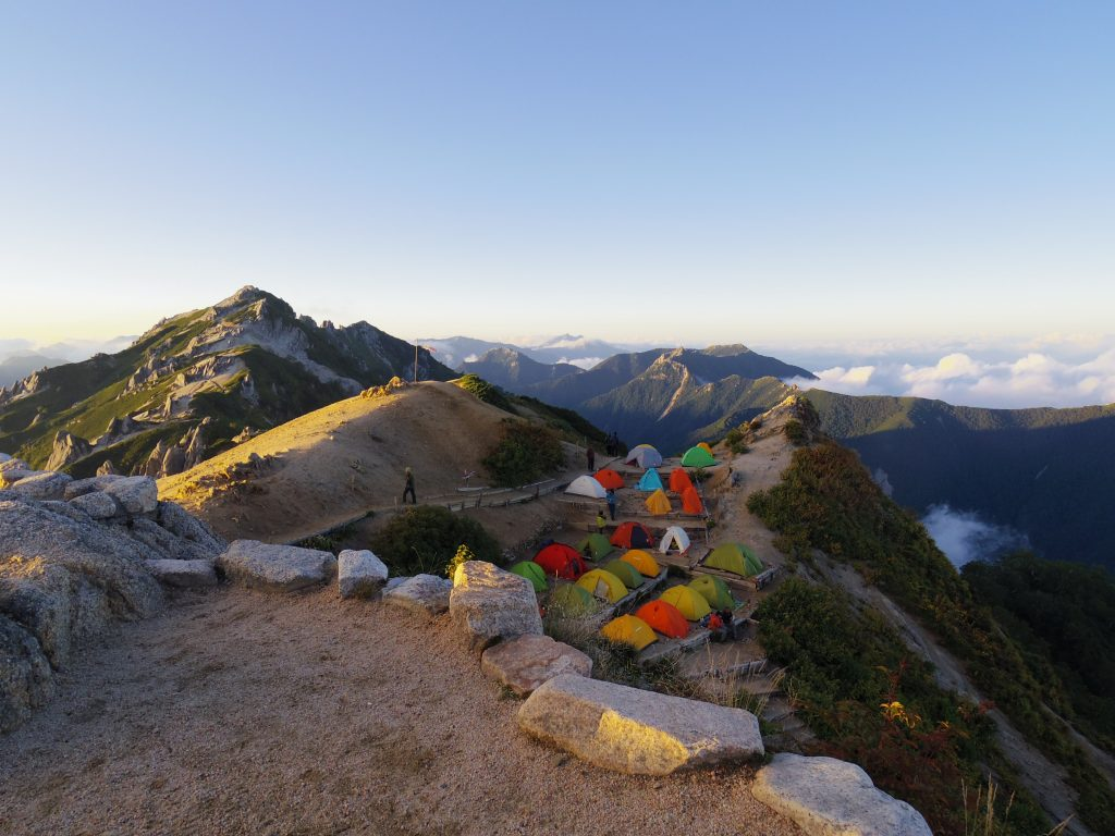 夕日とテント