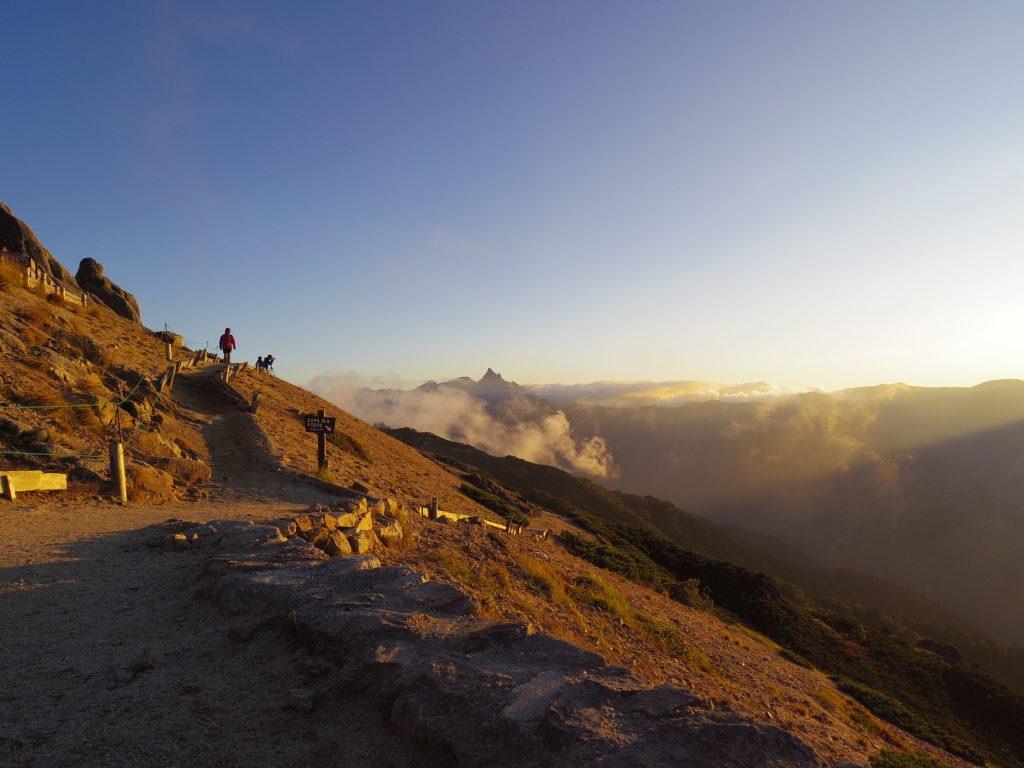 燕山荘からの夕日と槍ヶ岳