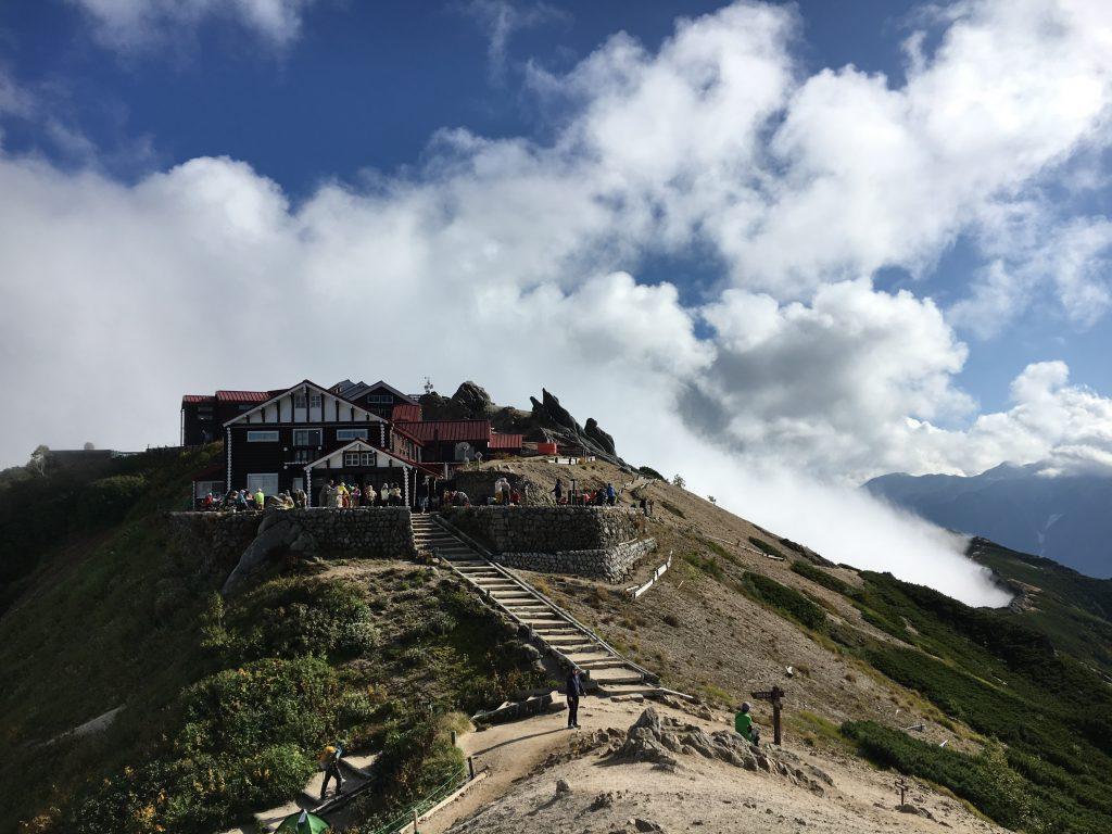 山頂側からの燕山荘