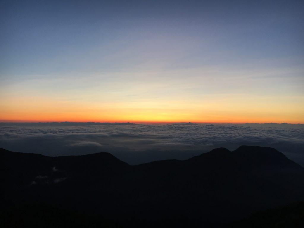 燕山荘の朝日