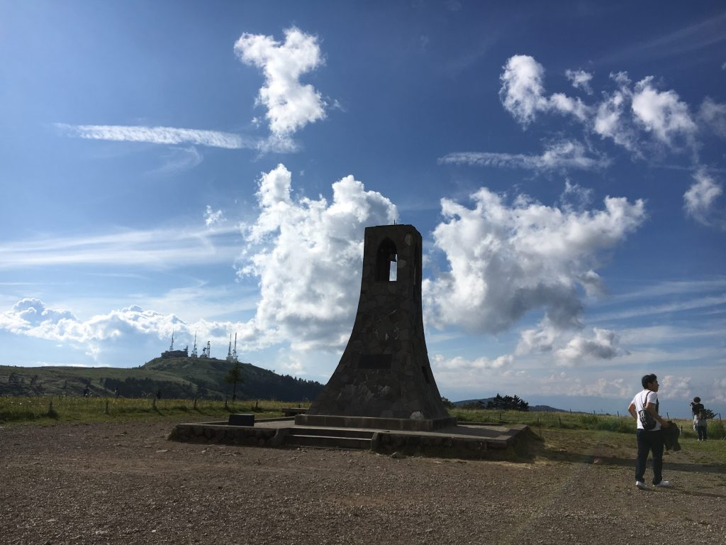 美しの塔と鉄塔