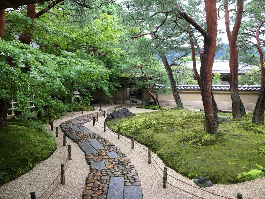庭園の石畳