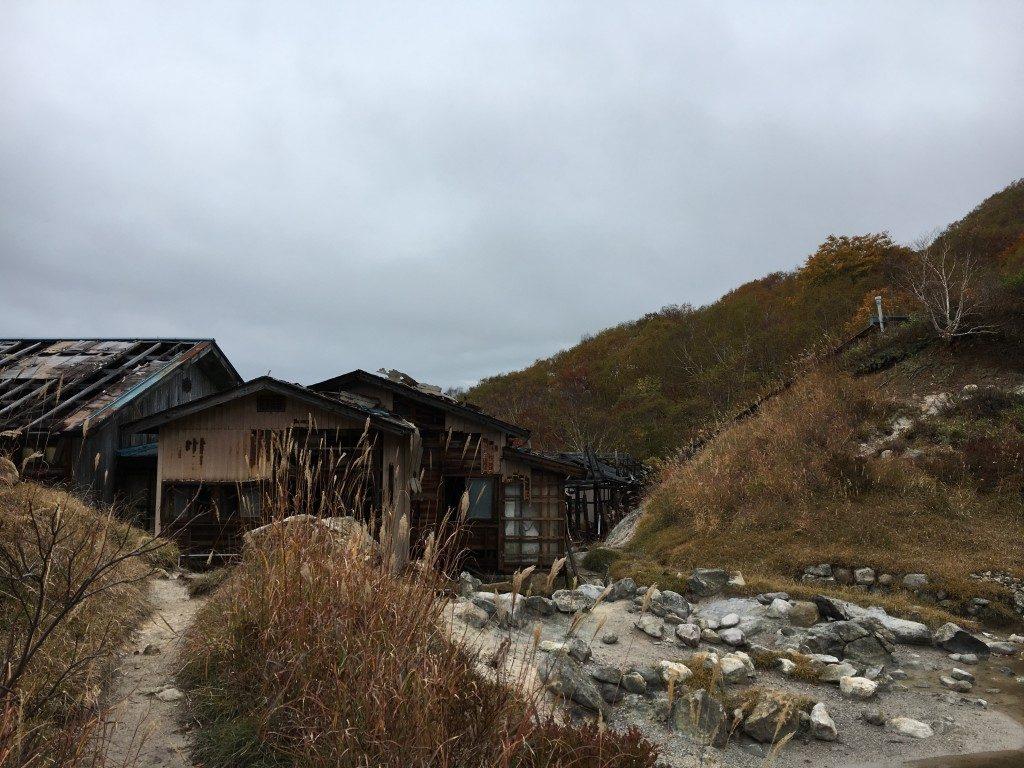 中ノ湯の廃屋