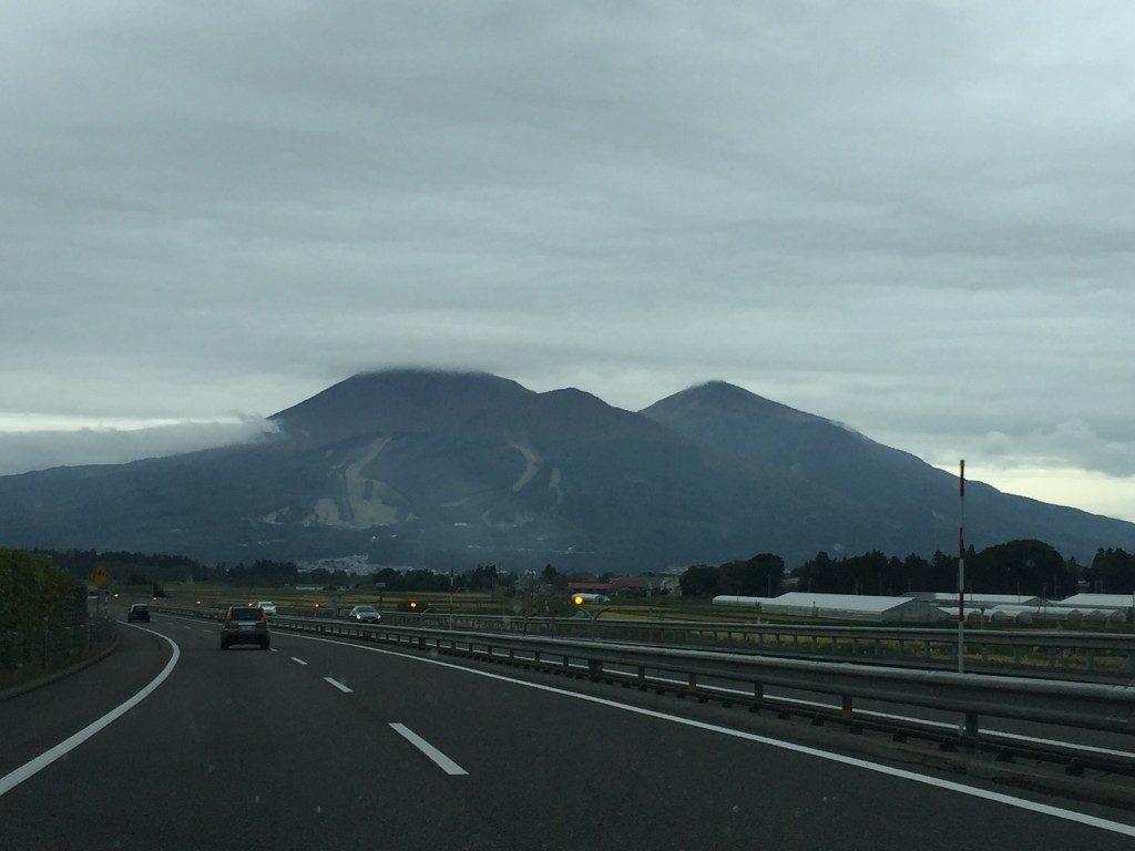 高速道路からの磐梯山