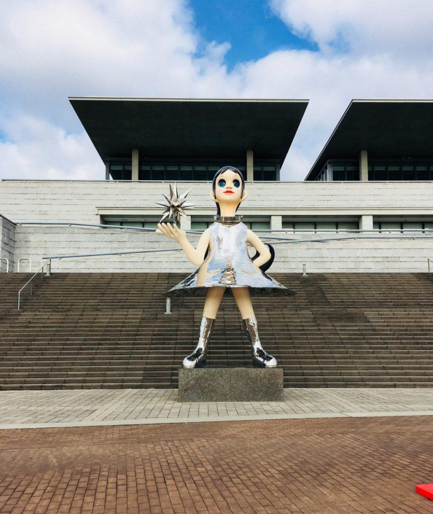 庫県立美術館のシンボル「なぎさ」像