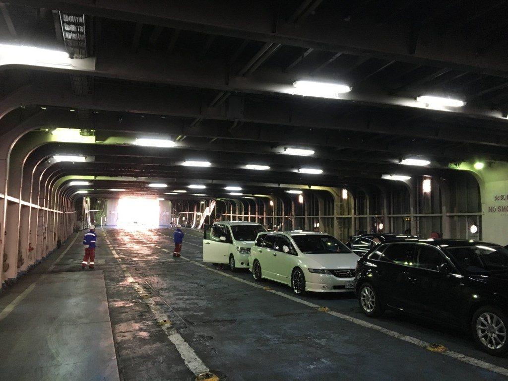 船内駐車場