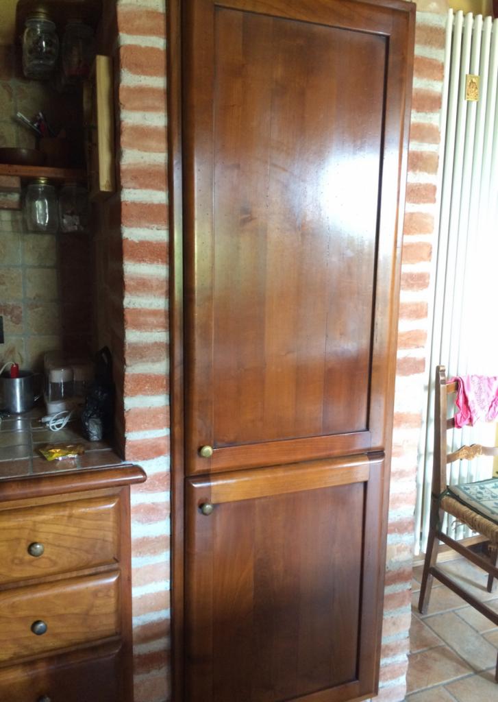 木の扉の冷蔵庫