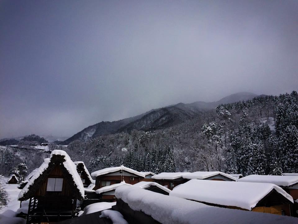 白川郷と山