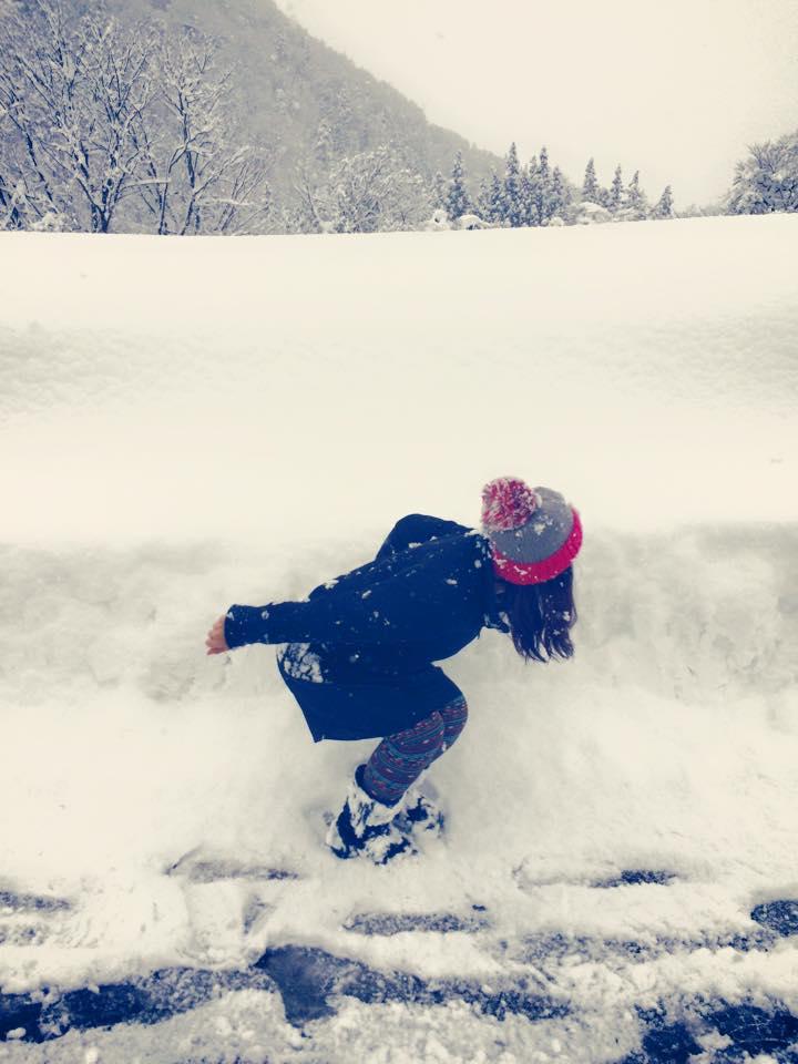 雪へダイブ