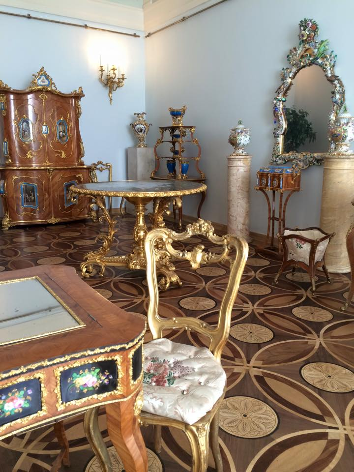 装飾された家具達