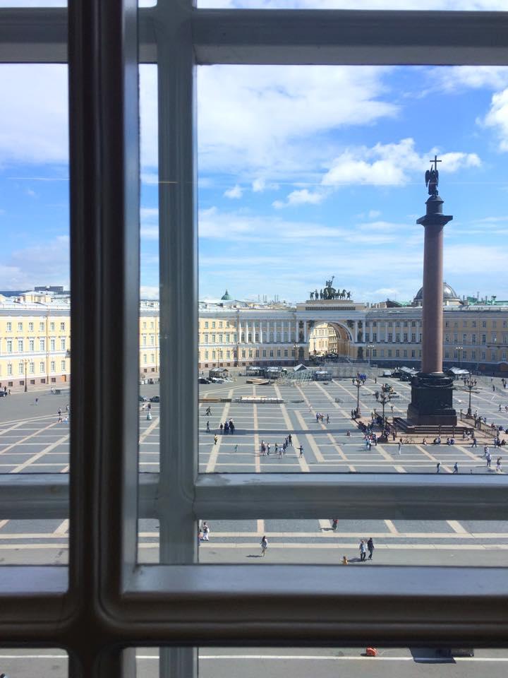 建物内からの宮殿広場