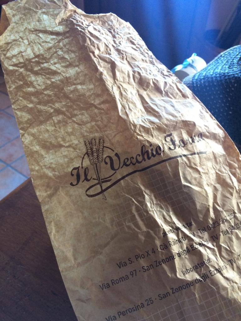 パン屋さんの紙袋