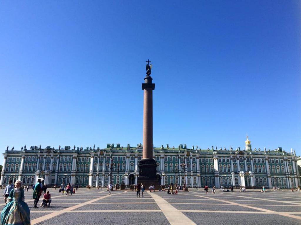 宮殿広場に戻る
