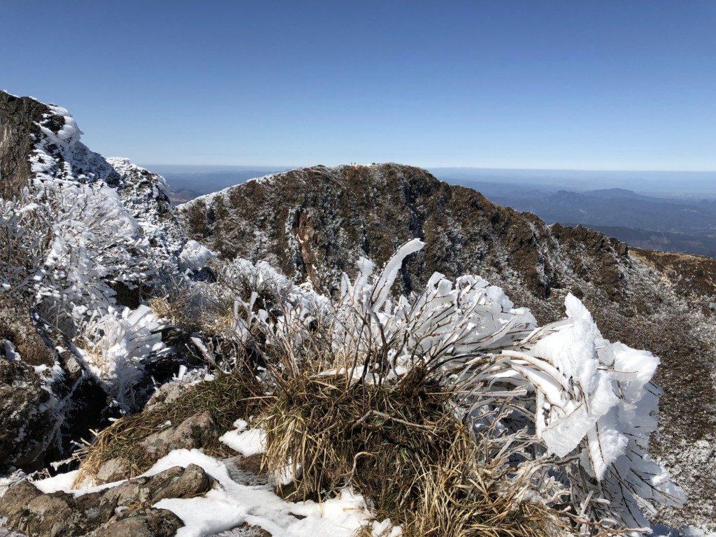 山頂付近の氷