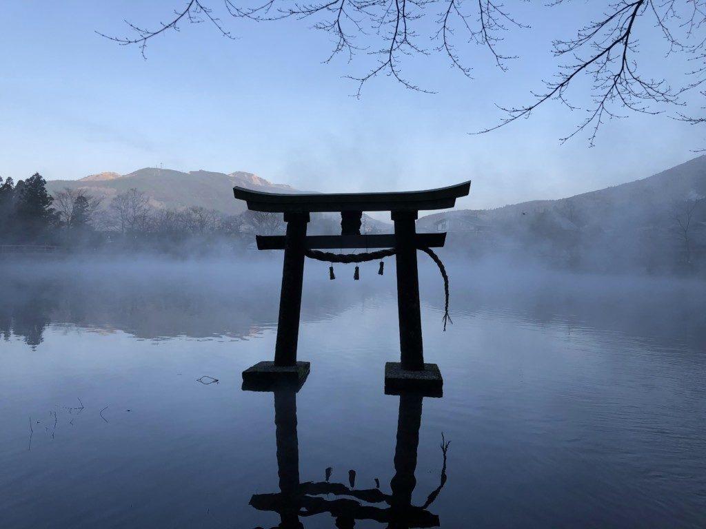 幻想的な金鱗湖