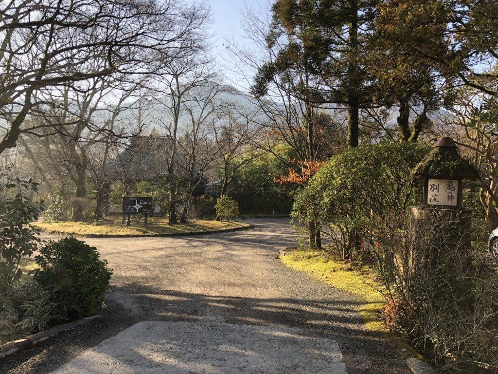 亀の井別荘玄関