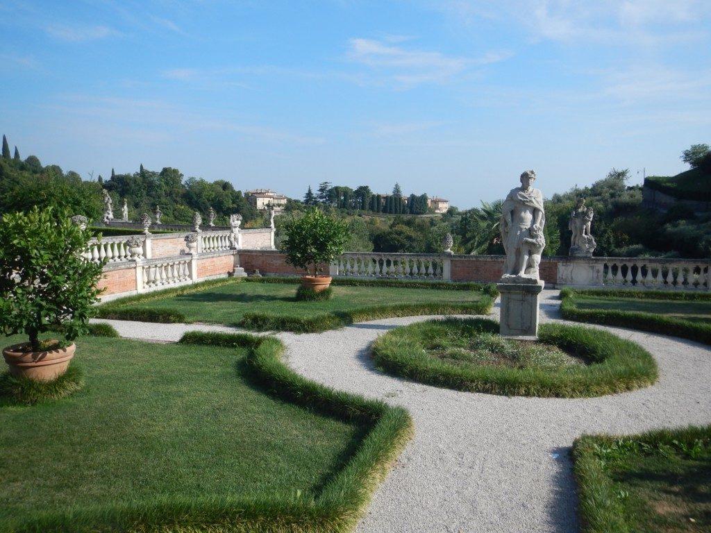 庭園と彫刻