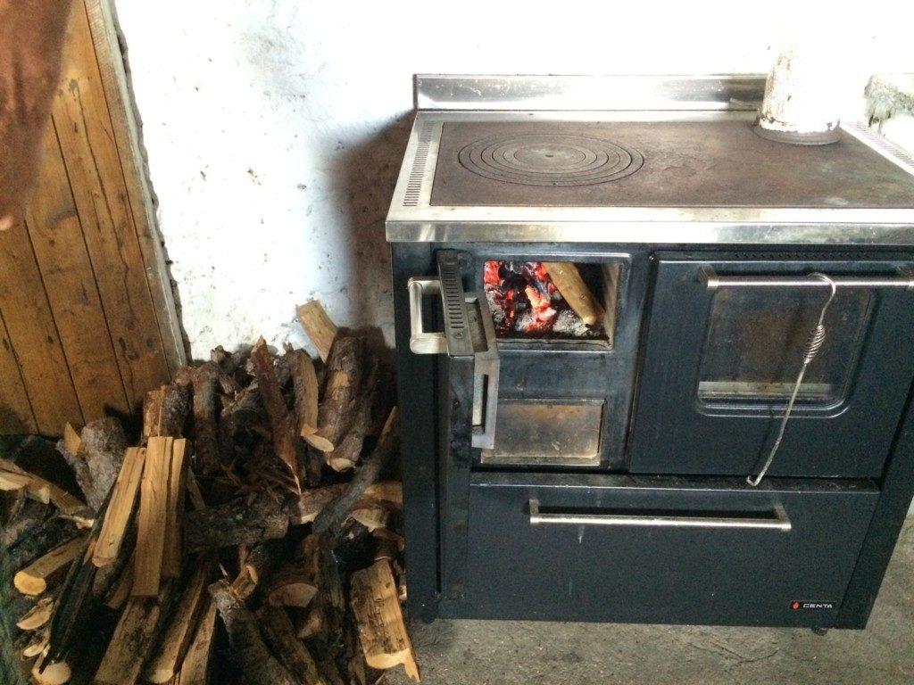 山小屋の暖炉