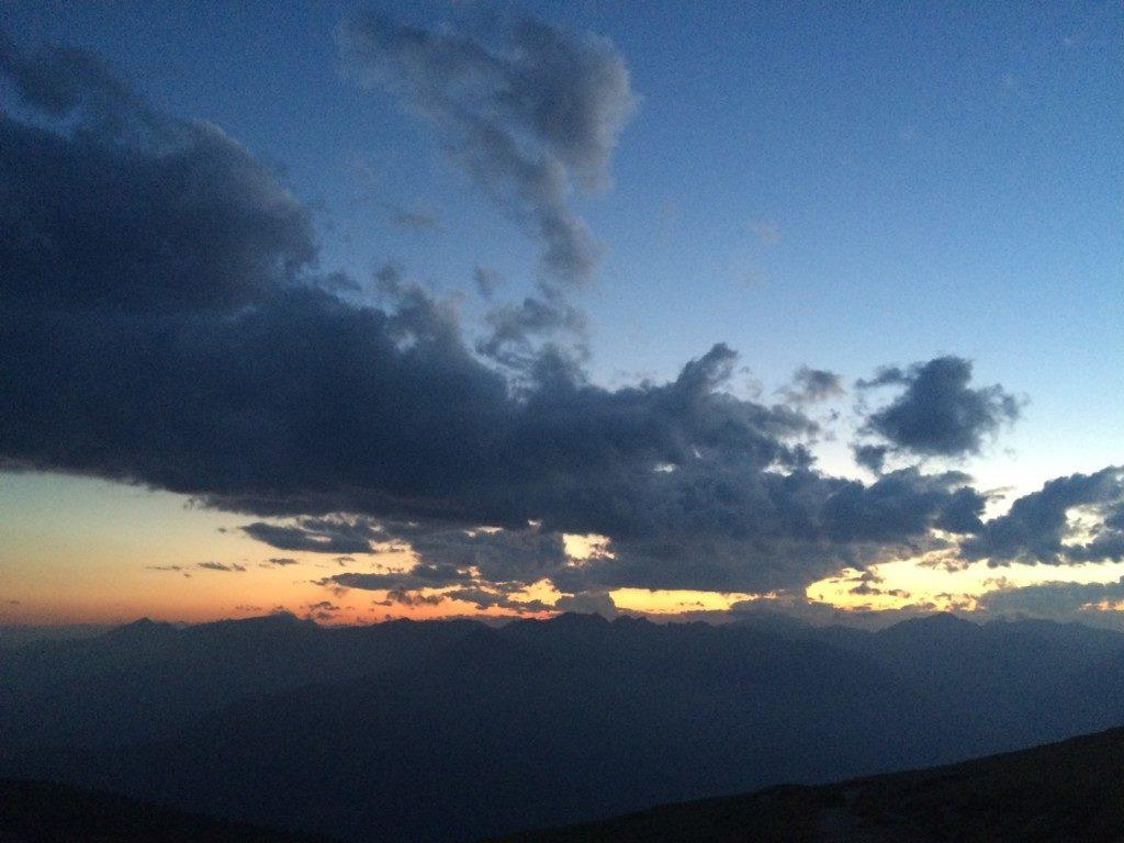 山と雲、そして夕焼け