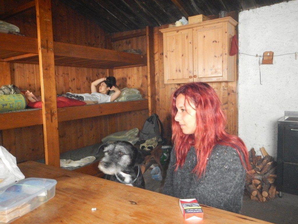 山小屋の中