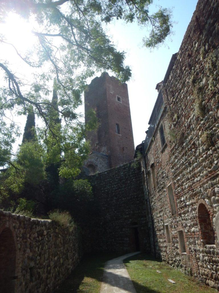 エッツェリーニ城