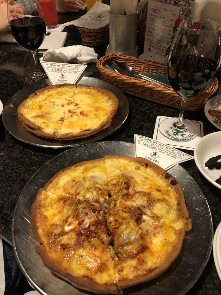 肉類と野菜のピザ
