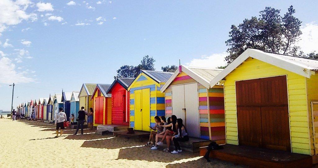 海辺の小屋のアート
