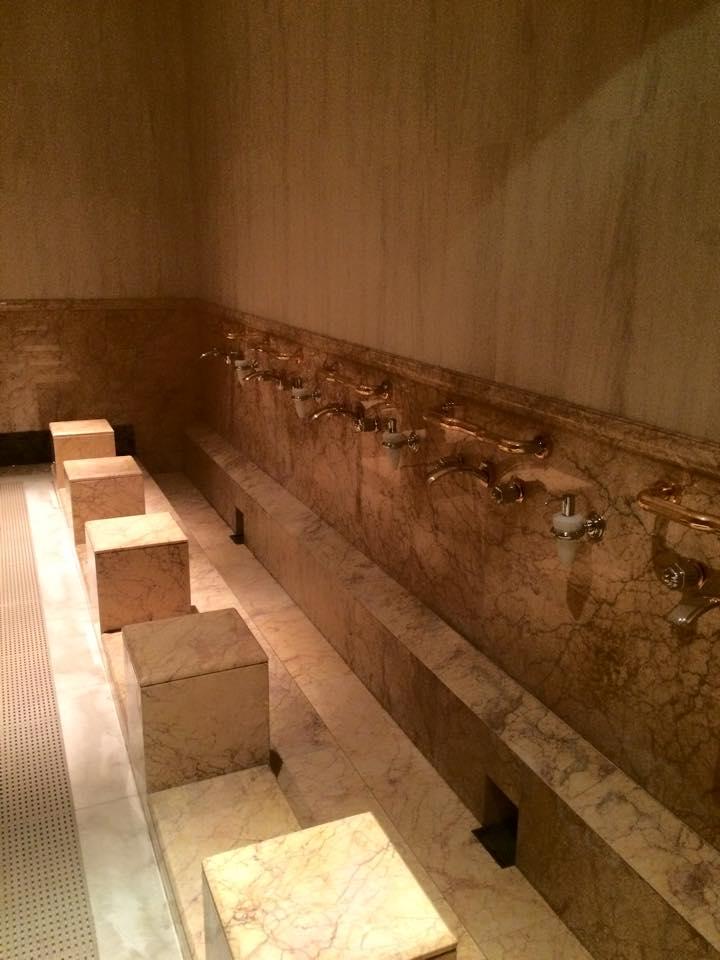 礼拝の為の足洗い場
