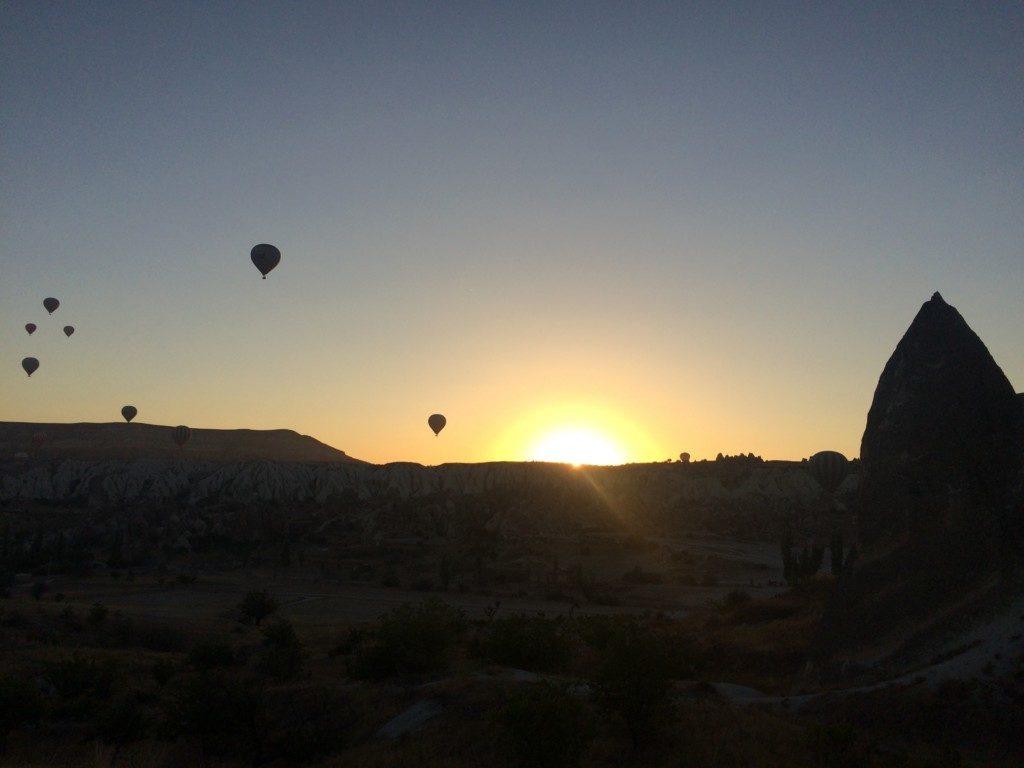 夜明けの気球
