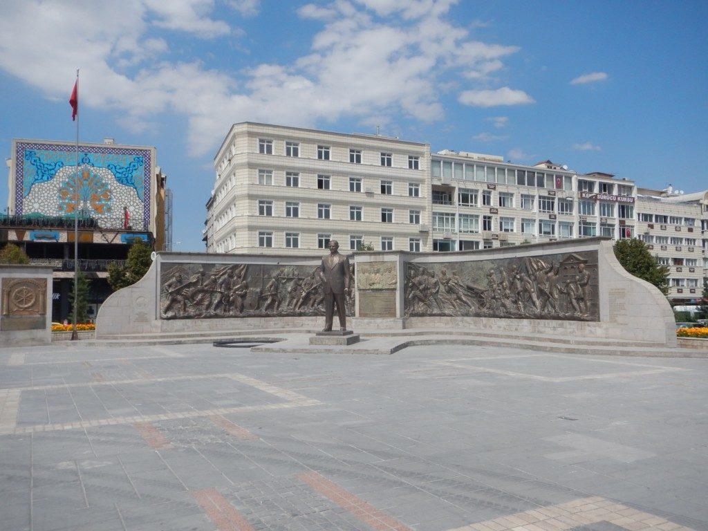 アタトゥルクの銅像
