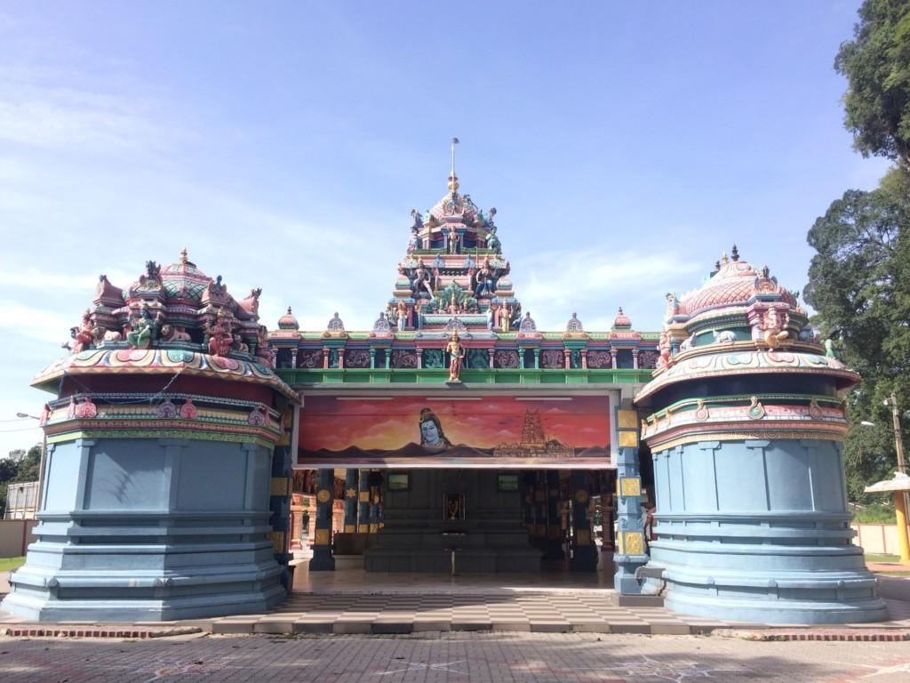 寺院の裏側から