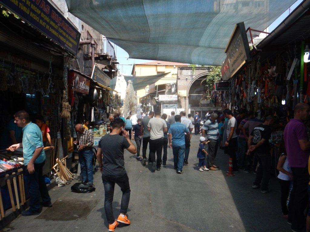 市場を散歩