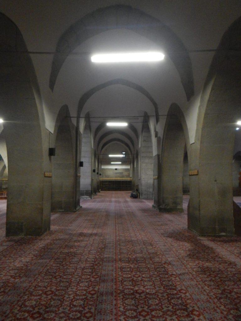 モスクの中へ