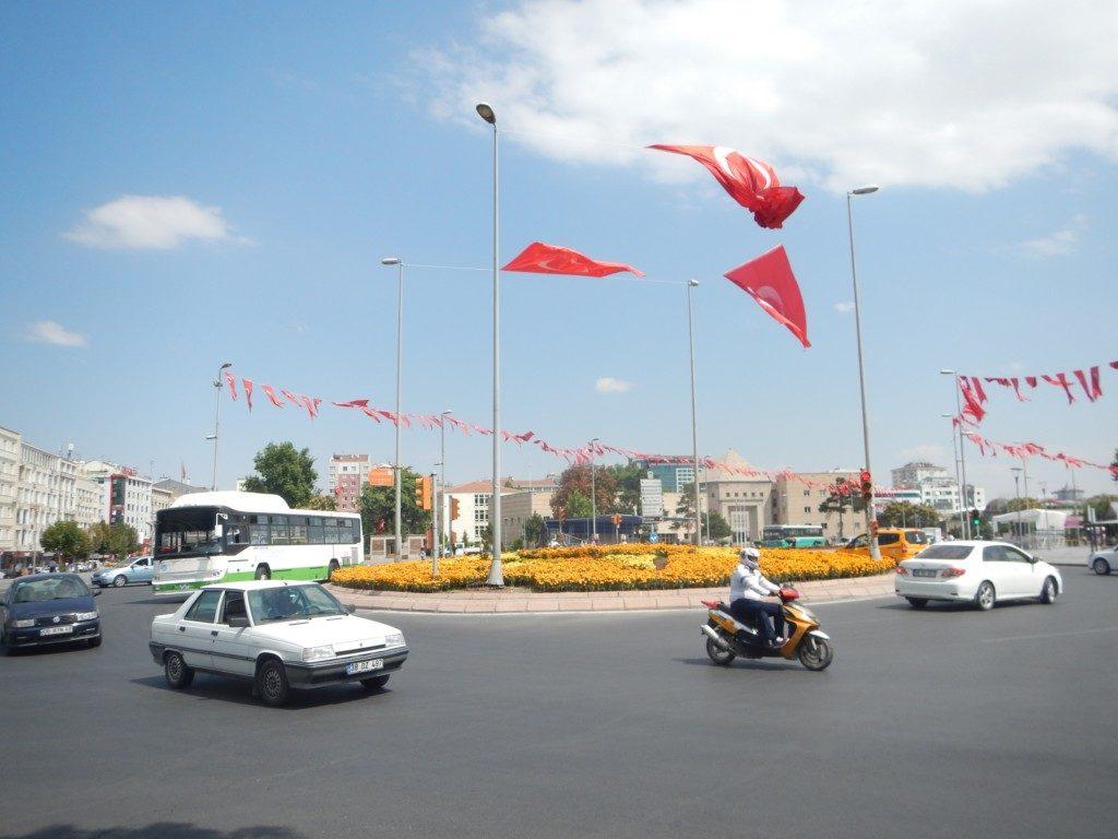 たなびくトルコの国旗