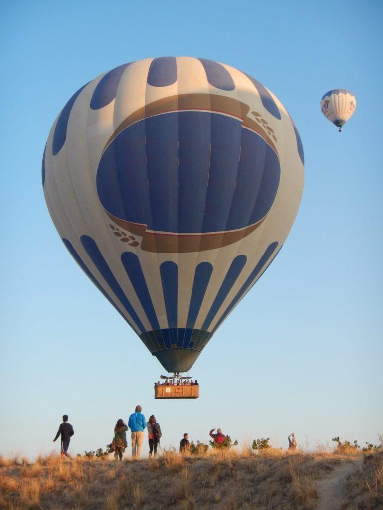 企業ロゴの気球