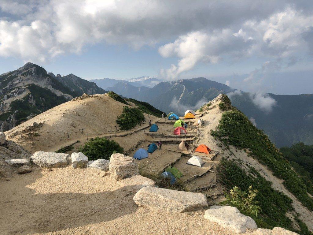 燕山荘とテント