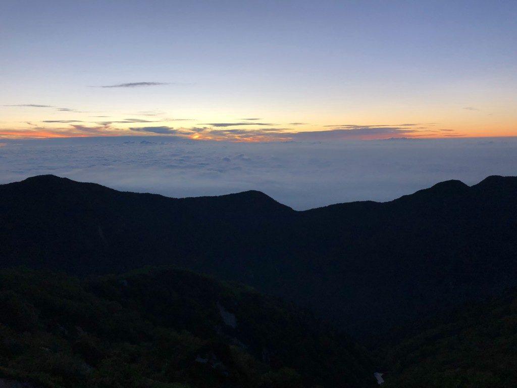 燕山荘と雲海