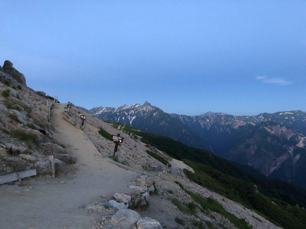燕山荘からの槍ヶ岳眺望