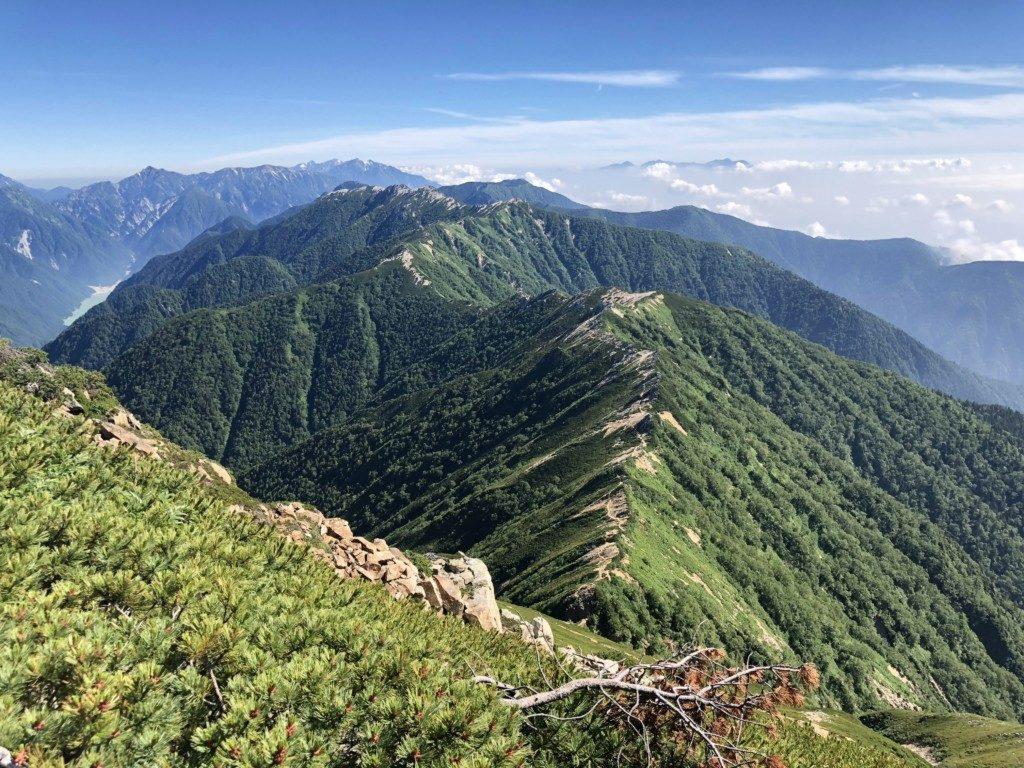 燕岳までの稜線