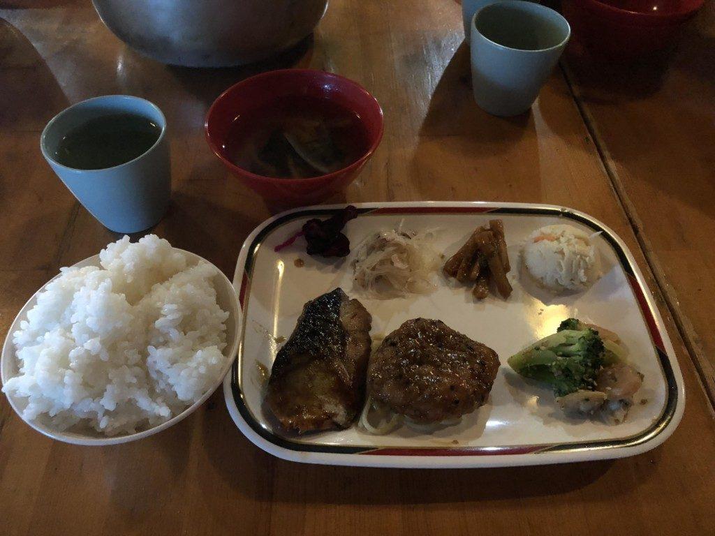 蝶ヶ岳ヒュッテの夕飯