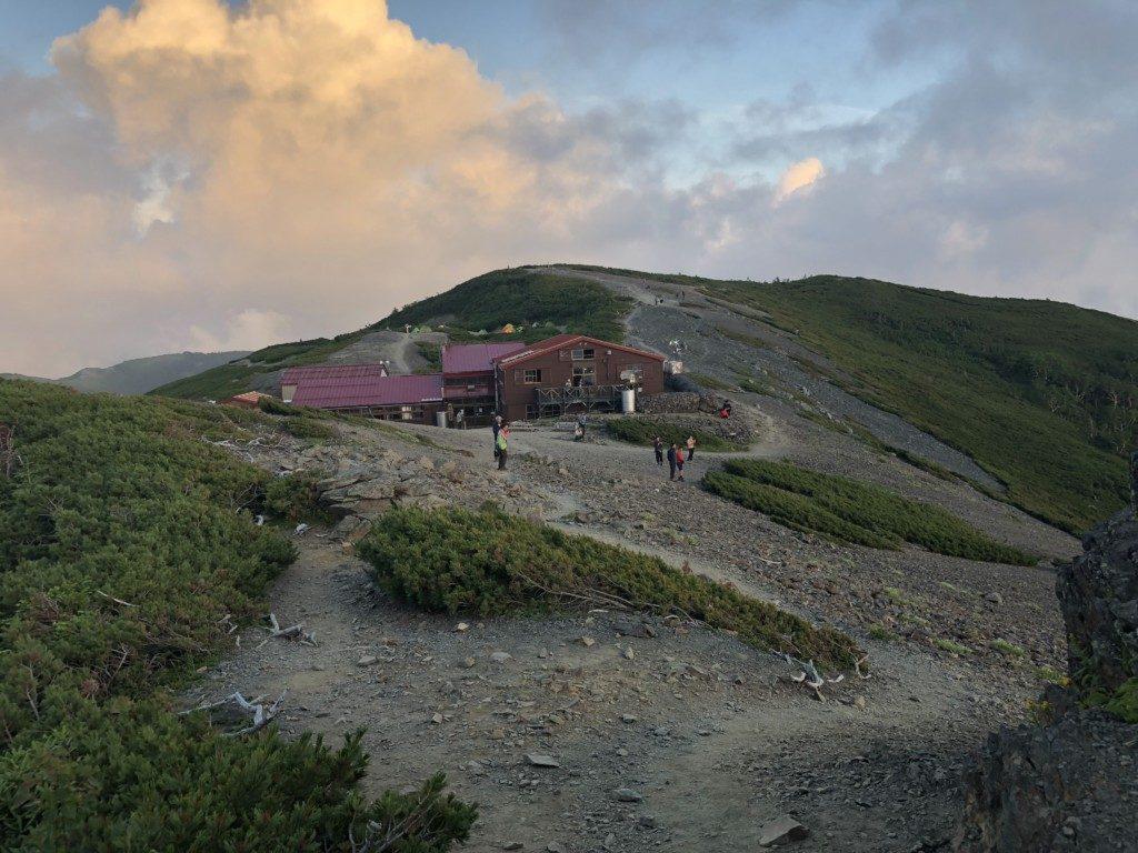 夕陽の蝶ヶ岳ヒュッテ